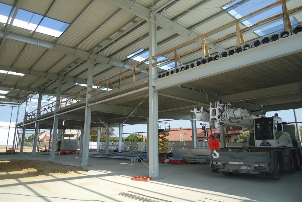 wnętrze obiektu podczas budowy - hala magazynowa, dla firmy JB, Wieluń, woj. łódzkie