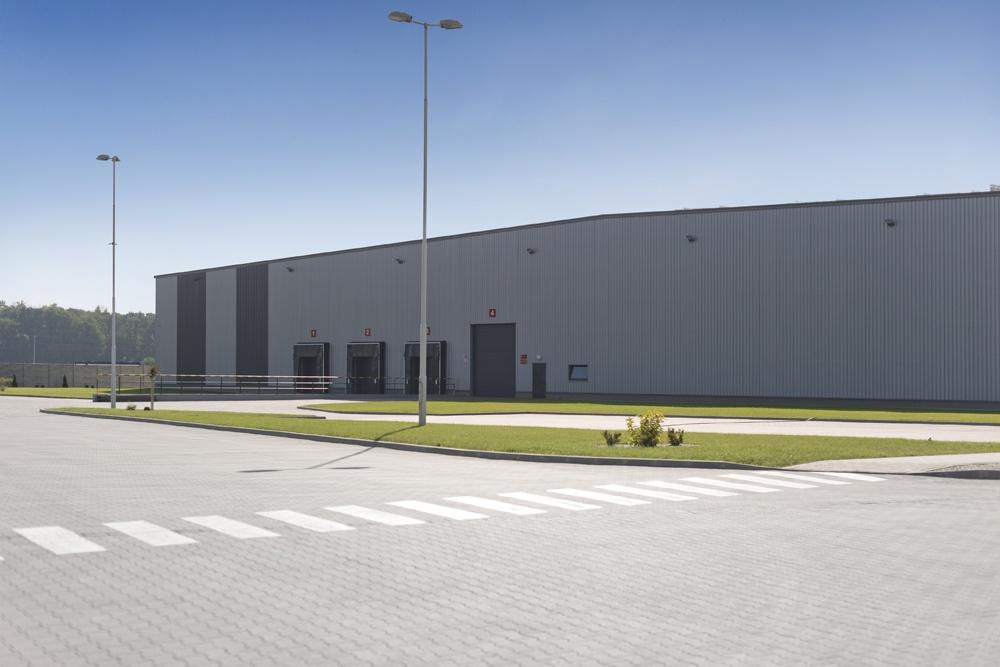 widok ogólny obiektu 1 - hala produkcyjna z częścią biurową, dla Dinopol, Ostrów Wlkp., woj. wielkopolskie