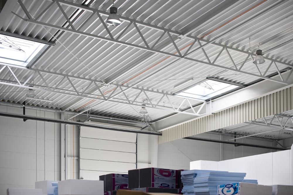 konstrukcja stalowa widziana z wnętrza - hala produkcyjna z częścią biurową, dla Arsanit, Konin