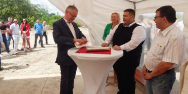 Uroczystość wmurowania kamienia węgielnego-budowa hali dla Spectra Lighting, Załuski