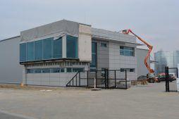 zbliżenie na część socjalno-biurową - hala produkcyjna, Drewtur, Słodków, woj. wielkopolskie