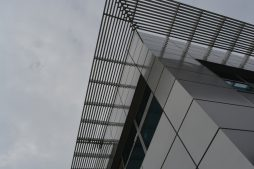 aluminiowe żaluzje przeciwsłoneczne - budynek socjalno-biurowy, Drewtur, Słodków, woj. wielkopolskie