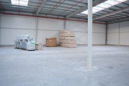 wnętrze budynku przed montażem posadzki - hala produkcyjno-magazynowa, Drewtur, Słodków
