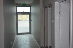 korytarz - budynek socjalno-biurowy, Drewtur, Słodków, woj. wielkopolskie