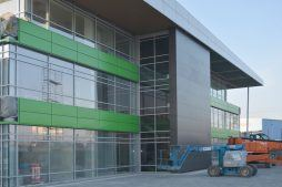 prace wykończeniowe elewacji frontowej - hala magazynowa z budynkiem biurowym, dla Koesters & Meyer, Malanów
