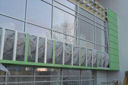 zbliżenie na montaż paneli elewacyjnych - hala magazynowa z budynkiem biurowym, dla Koesters & Meyer, Malanów