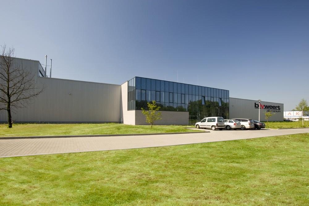 widok ogólny - hala produkcyjna z budynkiem biurowym, dla Blyweert Aluminium, Czosnów, woj. mazowieckie