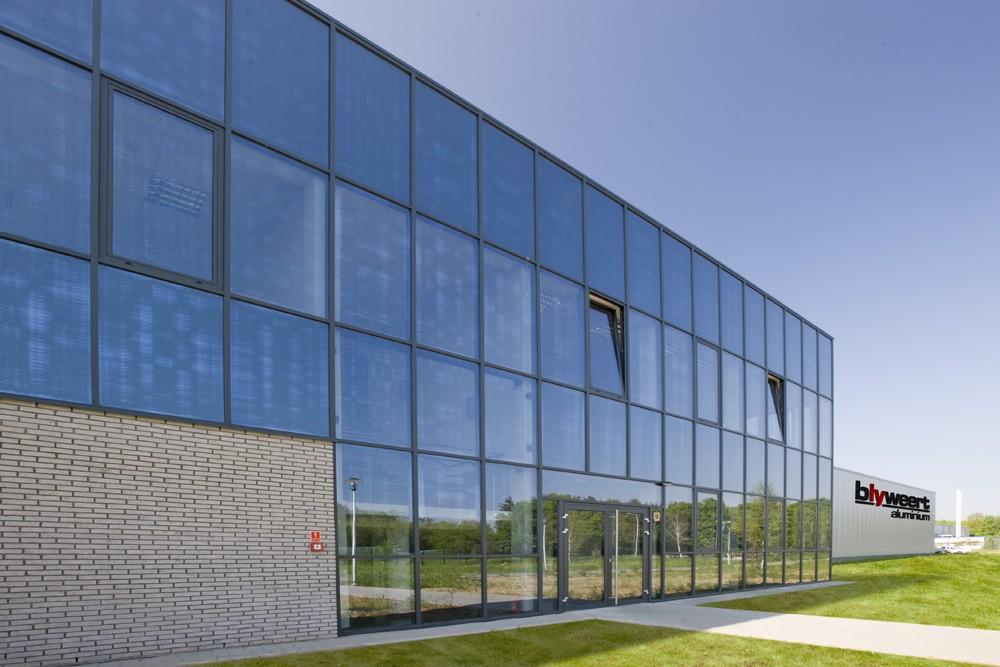 przeszklenia - hala produkcyjna z budynkiem biurowym, dla Blyweert Aluminium, Czosnów, woj. mazowieckie