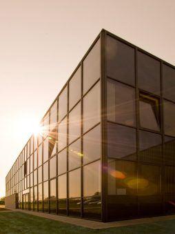 przeszklenia na elewacji frontowej 2 - hala produkcyjna z budynkiem biurowym, dla Blyweert Aluminium, Czosnów