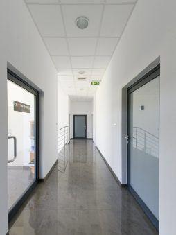 korytarz - hala produkcyjna z budynkiem biurowym, dla Blyweert Aluminium, Czosnów, woj. mazowieckie