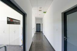 korytarz 1 - hala produkcyjna z budynkiem biurowym, dla Blyweert Aluminium, Czosnów, woj. mazowieckie