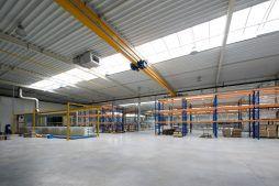 wnętrze hali - hala produkcyjna z budynkiem biurowym, dla Blyweert Aluminium, Czosnów, woj. mazowieckie