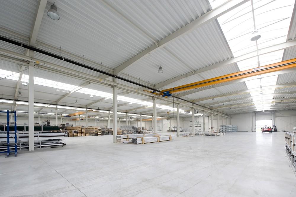 wnętrze hali 1 - hala produkcyjna z budynkiem biurowym, dla Blyweert Aluminium, Czosnów, woj. mazowieckie