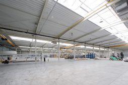wnętrze hali 2 - hala produkcyjna z budynkiem biurowym, dla Blyweert Aluminium, Czosnów, woj. mazowieckie