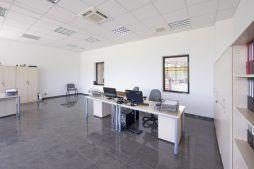 pomieszczenie biurowe - hala produkcyjna z budynkiem biurowym, dla Blyweert Aluminium, Czosnów, woj. mazowieckie