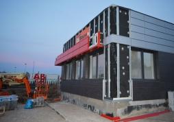 montaż paneli elewacyjnych - hala magazynowa dla firmy DKS w Kowalach, woj. pomorskie