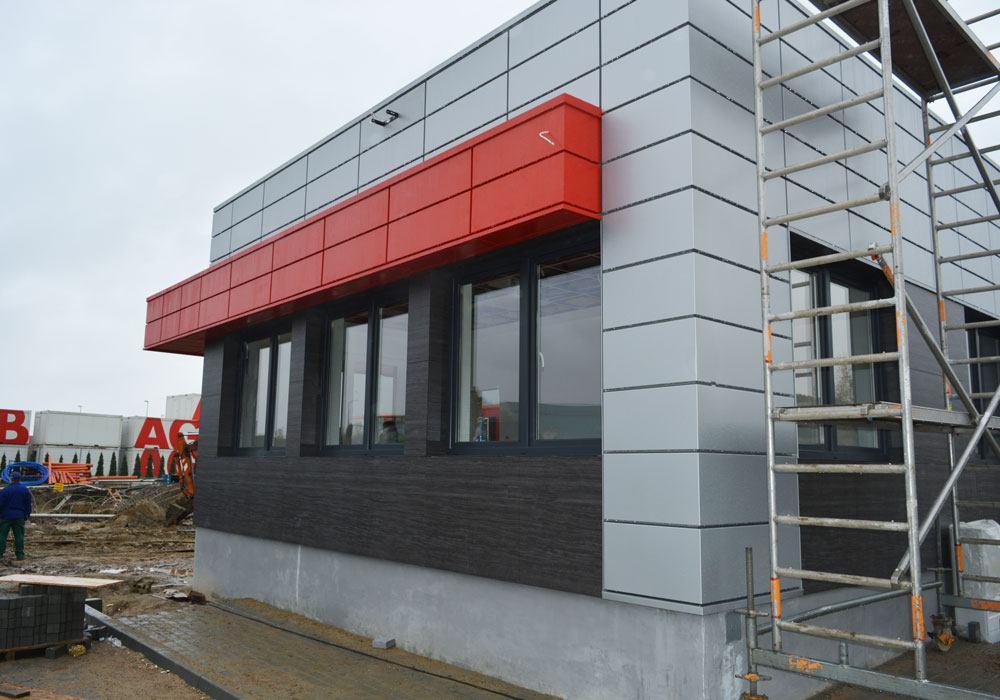 montaż elewacji budynku socjalno-biurowego - hala magazynowa dla firmy DKS, Kowale, woj. pomorskie