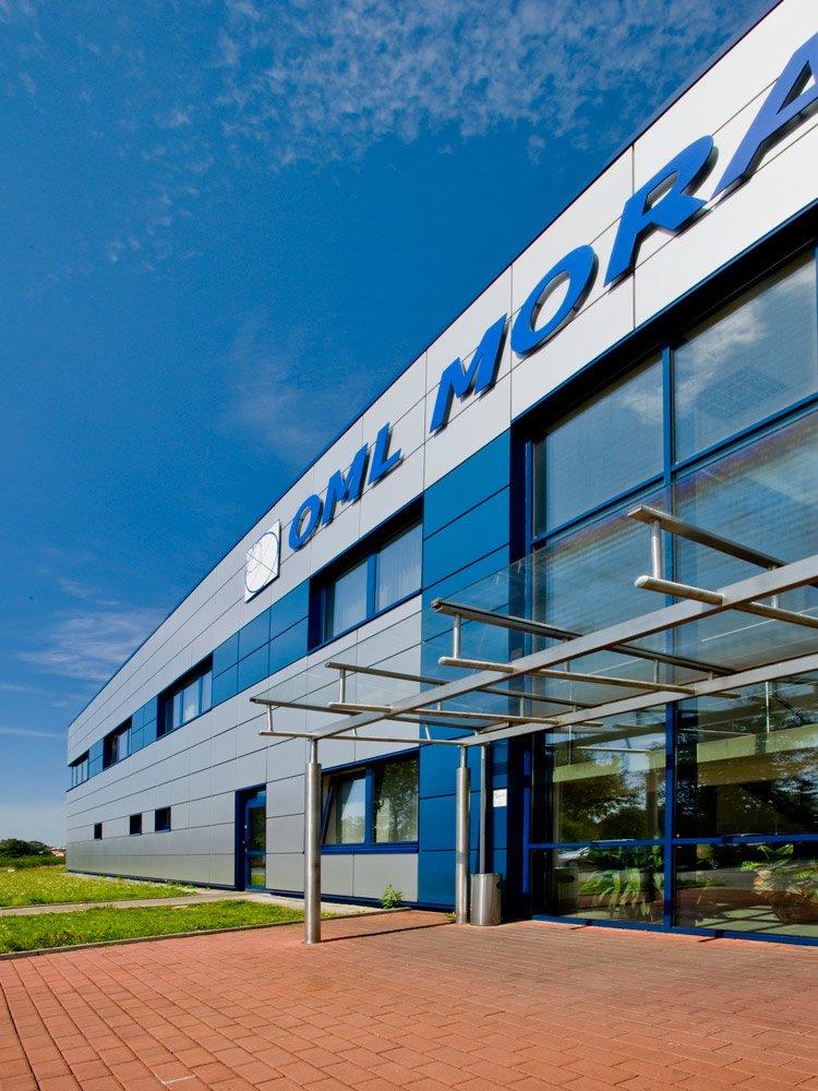 zbliżenie na detal elewacyjny - hala produkcyjna z budynkiem biurowym, dla OML Morando, Czerwionka-Leszczyny