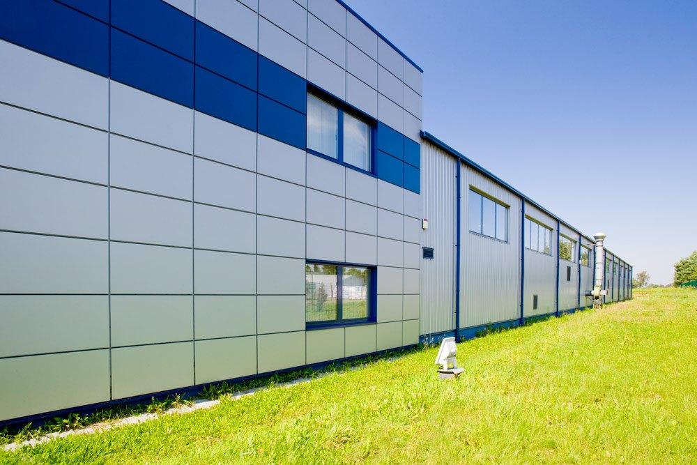 ściana boczna - hala produkcyjna z budynkiem biurowym, dla OML Morando, Czerwionka-Leszczyny
