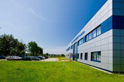 ściana frontowa 1 - hala produkcyjna z budynkiem biurowym, dla OML Morando, Czerwionka-Leszczyny