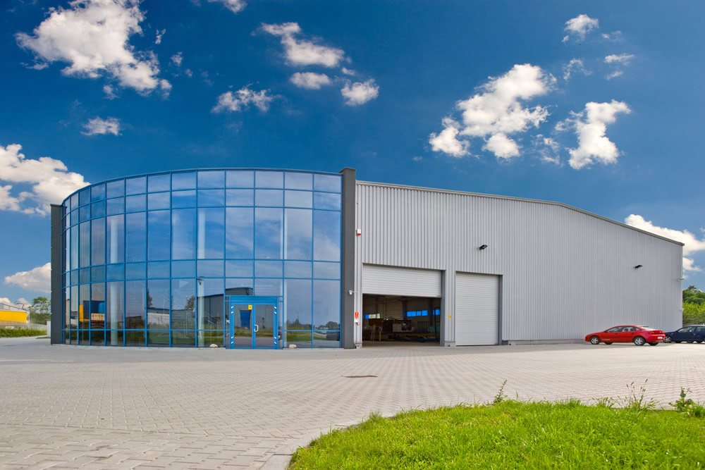 elewacja frontowa - hala produkcyjno-magazynowa z częścią biurową, dla Glass Produkt, Pyskowice, woj. śląskie
