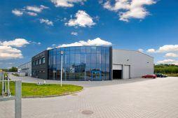 widok ogólny - hala produkcyjno-magazynowa z częścią biurową, dla Glass Produkt, Pyskowice, woj. śląskie