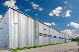 ściana boczna - hala produkcyjno-magazynowa z częścią biurową, dla Glass Produkt, Pyskowice, woj. śląskie