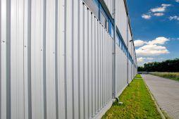 fragment ściany bocznej - hala produkcyjno-magazynowa z częścią biurową, dla Glass Produkt, Pyskowice, woj. śląskie