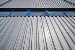 blacha elewacyjna - hala produkcyjno-magazynowa z częścią biurową, dla Glass Produkt, Pyskowice, woj. śląskie