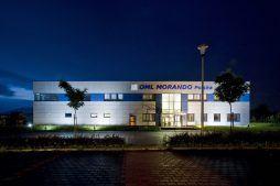 elewacja frontowa nocą - rozbudowa hali produkcyjnej, dla OML Morando, Czerwionka-Leszczyny