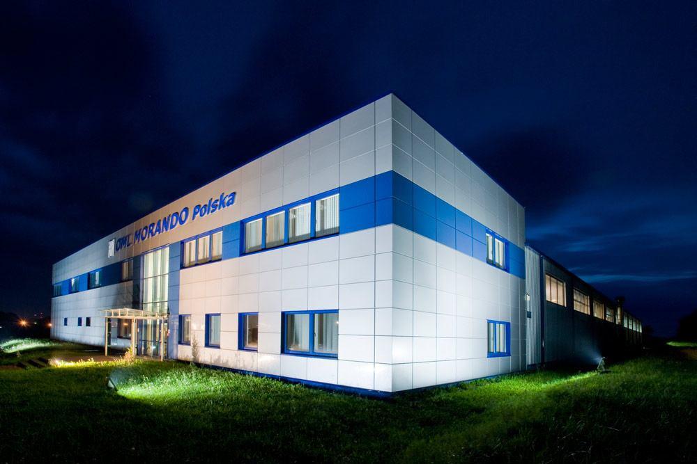 zdjęcie nocne - hala produkcyjna z budynkiem biurowym, dla OML Morando, Czerwionka-Leszczyny