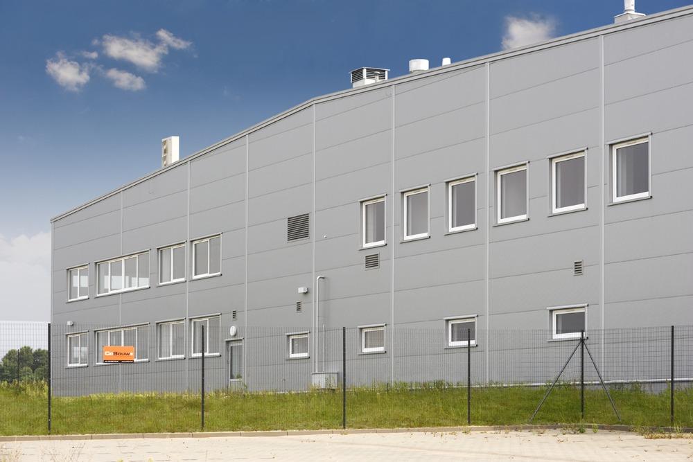 fragment elewacji bocznej - hala produkcyjna z budynkiem biurowym, dla NWM, Gubin, woj. lubuskie