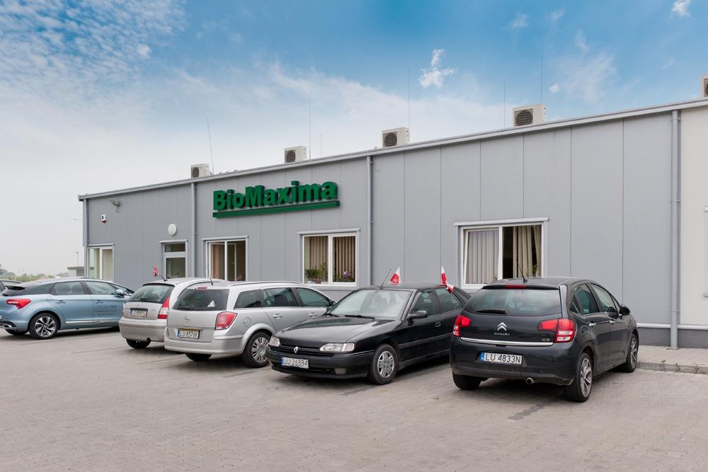 zbliżenie na logo 1 - hala produkcyjna z częścią biurową, dla BioMaxima, Lublin, woj. lubelskie