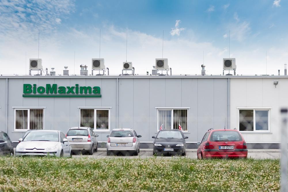zbliżenie na logo - hala produkcyjna z częścią biurową, dla BioMaxima, Lublin, woj. lubelskie