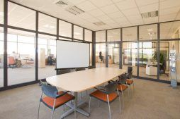 sala konferencyjna - hala produkcyjno-magazynowa z budynkiem biurowym, dla Promens, Międzyrzecz, woj. lubuskie