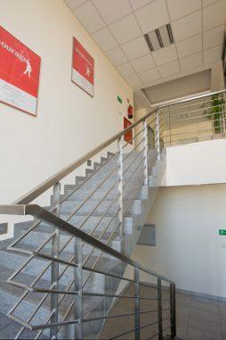 klatka schodowa - hala produkcyjno-magazynowa z budynkiem biurowym, dla Promens, Międzyrzecz, woj. lubuskie