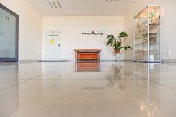 hol wejściowy - hala produkcyjno-magazynowa z budynkiem biurowym, dla Promens, Międzyrzecz, woj. lubuskie