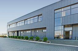 ściana frontowa 1 - hala produkcyjno-magazynowa z budynkiem biurowym, dla Promens, Międzyrzecz, woj. lubuskie