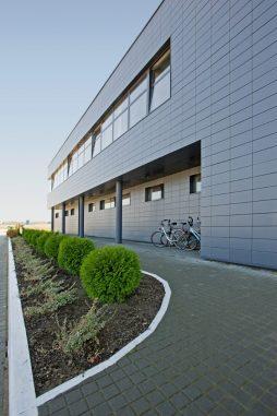 ściana frontowa 4 - hala produkcyjno-magazynowa z budynkiem biurowym, dla Promens, Międzyrzecz, woj. lubuskie