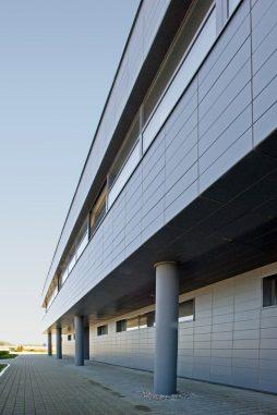 ściana frontowa 3 - hala produkcyjno-magazynowa z budynkiem biurowym, dla Promens, Międzyrzecz, woj. lubuskie