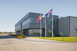 widok z boku - hala produkcyjno-magazynowa z budynkiem biurowym, dla Promens, Międzyrzecz, woj. lubuskie