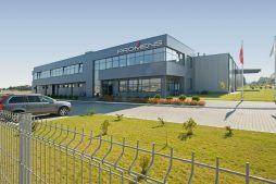 widok ogólny - hala produkcyjno-magazynowa z budynkiem biurowym, dla Promens, Międzyrzecz, woj. lubuskie