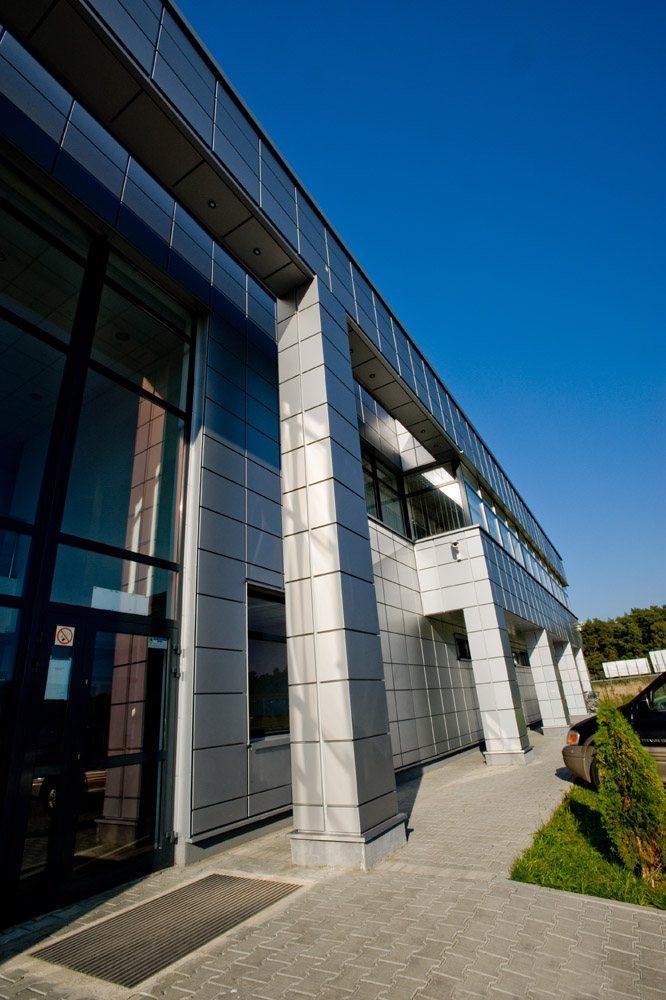 wejście do budynku - hala produkcyjno-magazynowa z budynkiem biurowym, dla HG Poland, Łozienica, woj. zachodniopomorskie