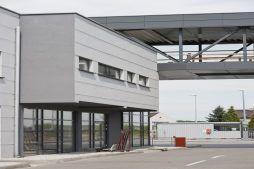 elewacja budynku biurowego - hala produkcyjna z budynkiem biurowym, dla Eurocolor, Pyskowice, woj. śląskie
