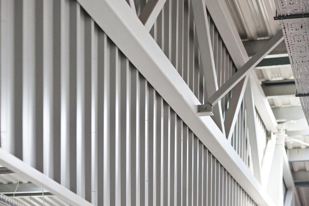 fragment konstrukcji stalowej - hala produkcyjno-magazynowa, dla Mardom, Lipniki Stare, woj. mazowieckie