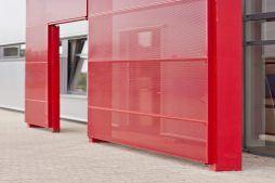 zbliżenie na portal z blachy perforowanej - hala produkcyjno-magazynowa z częścią biurową, dla 2x3, Krzęcin