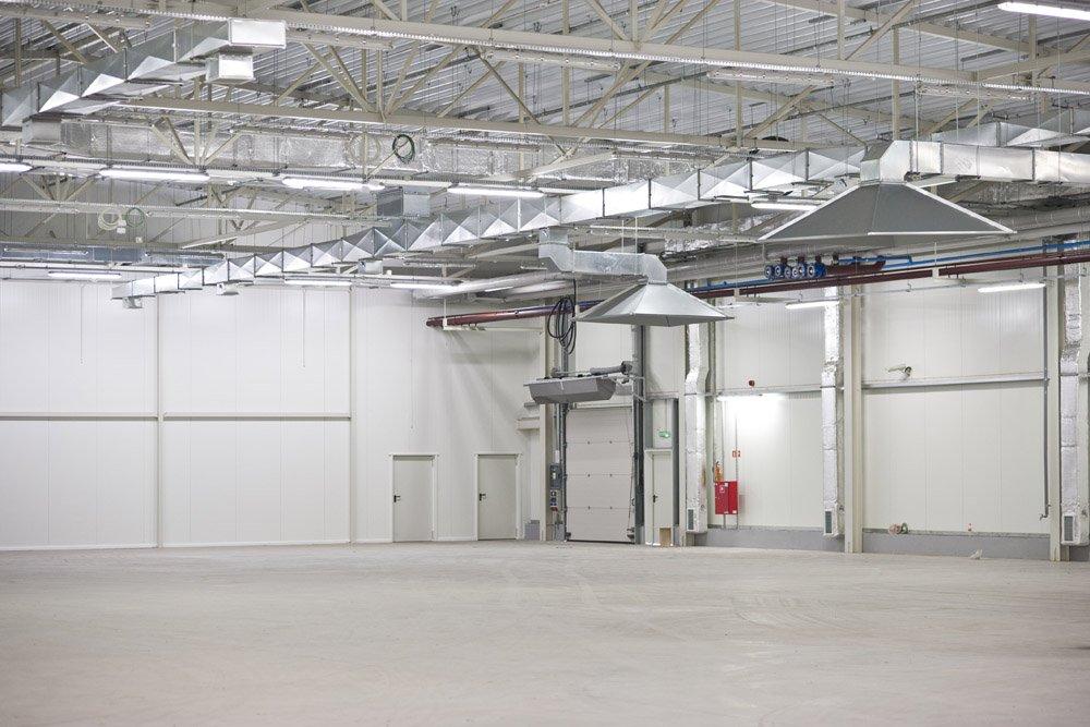 wnętrze hali 4 - hala produkcyjna z zapleczem biurowym, dla Korona SA, Wieluń, woj. łódzkie