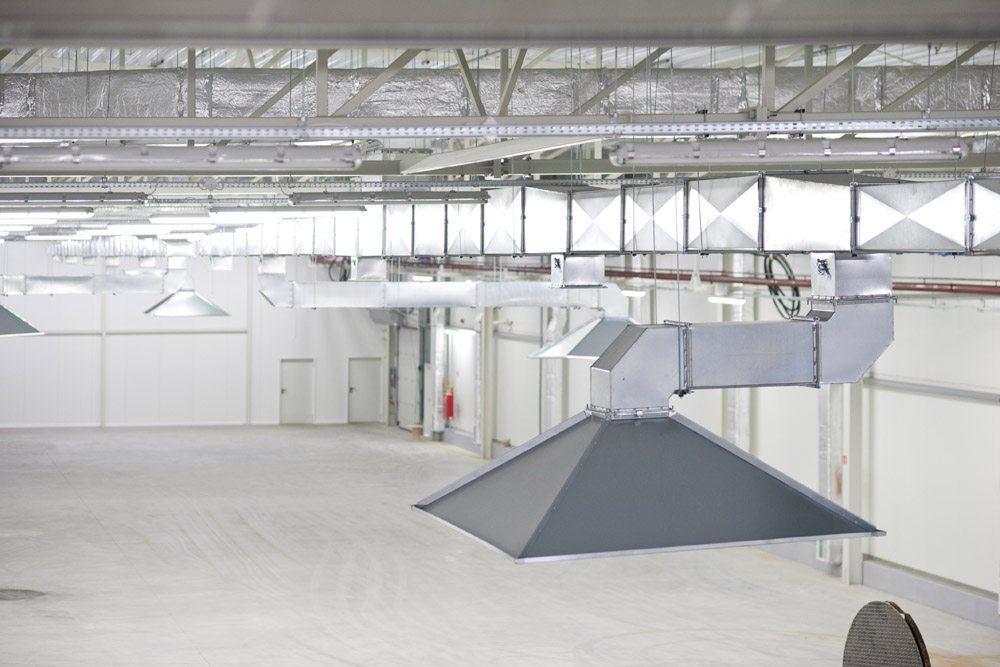 okap wyciągowy spalin - hala produkcyjna z zapleczem biurowym, dla Korona SA, Wieluń, woj. łódzkie