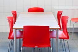 stolik w części socjalnej - hala produkcyjno-magazynowa z częścią biurową, dla 2x3, Krzęcin, woj. zachodniopomorskie