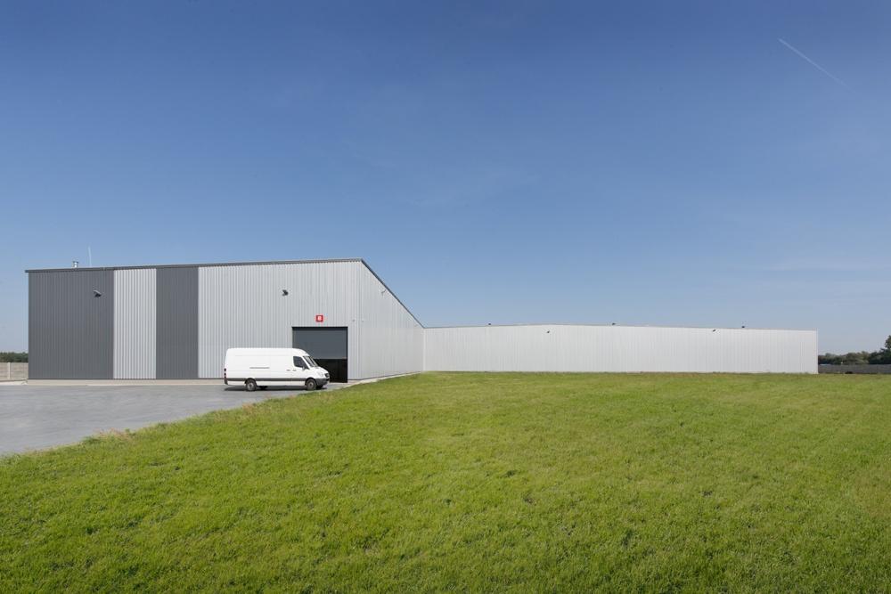 widok na ściane tylną - hala produkcyjna z częścią biurową, dla Dinopol, Ostró Wlkp., woj. wielkopolskie
